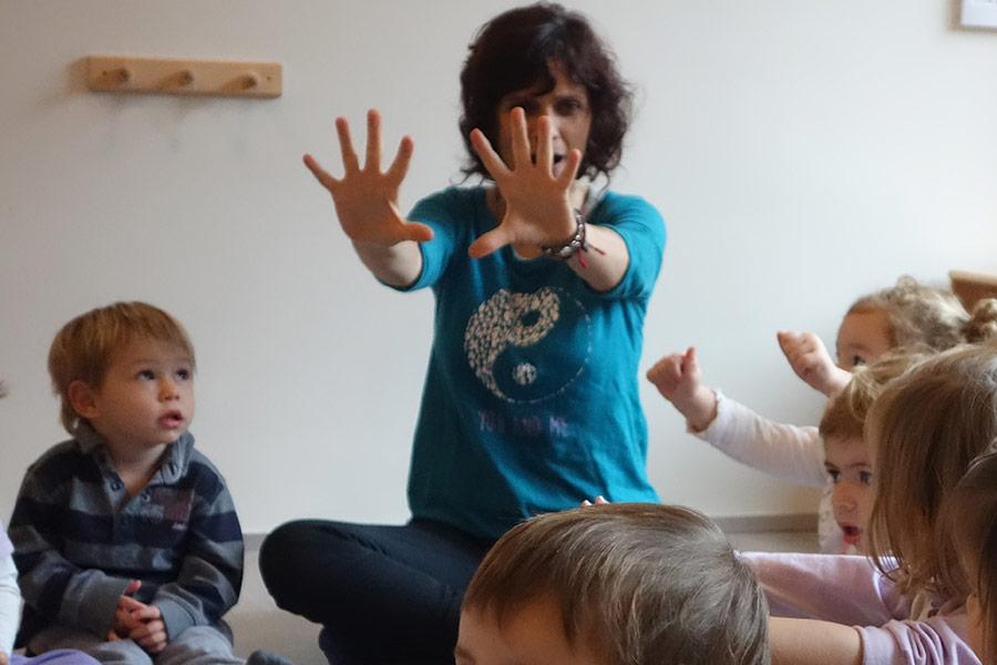 Extraescolares - Yoga - Palma Kids Montessori -Escuela Infantil Valencia